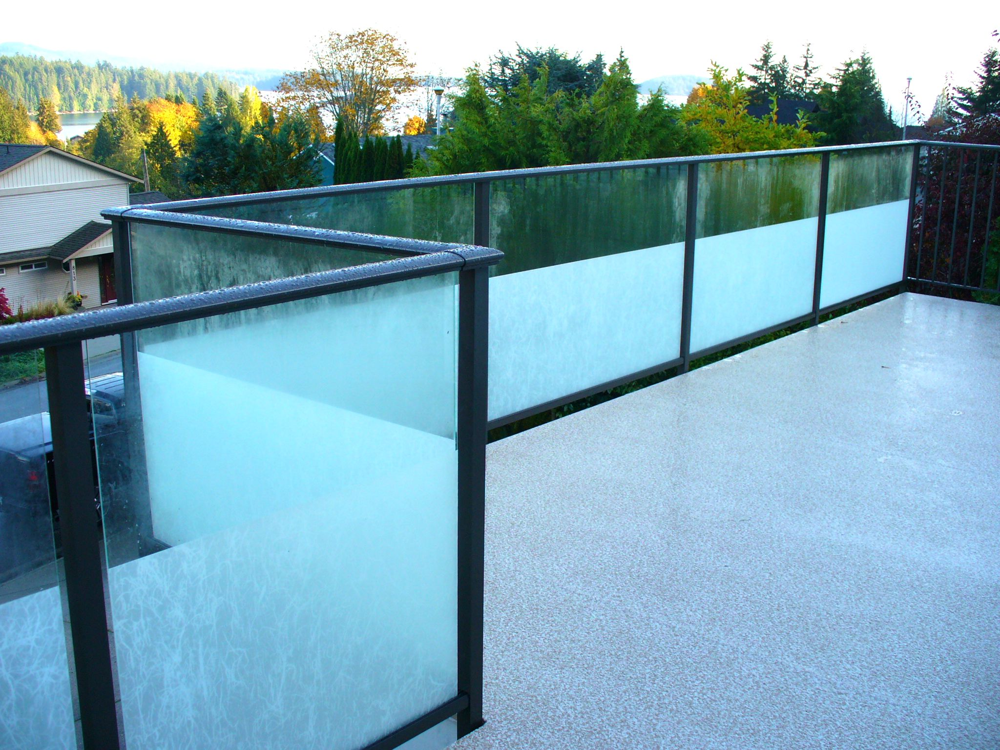 Aluminum and Glass Rail
